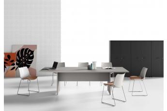 Tavolo riunione Oxi con basamento in legno